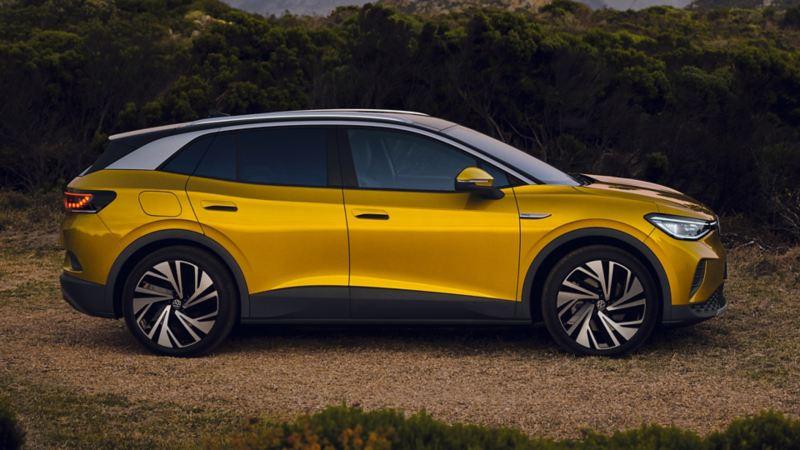 Żółty VW ID.4 w widoku z boku
