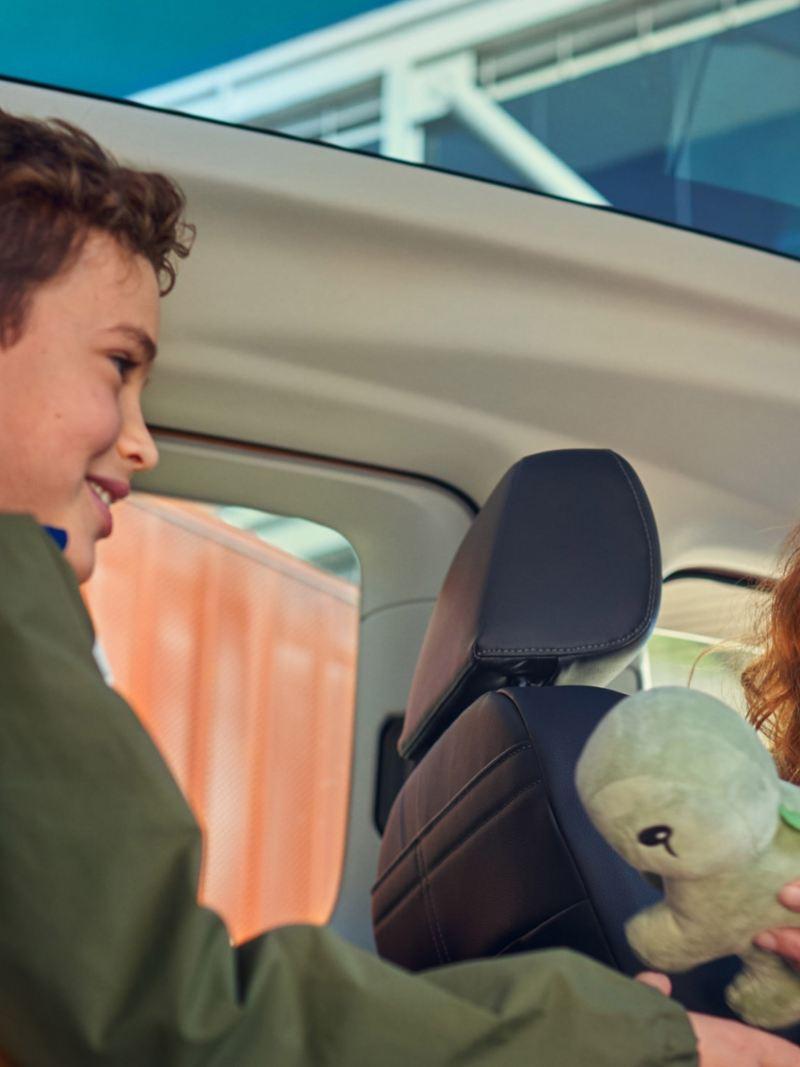 Nye vw Volkswagen Caddy 5 stor familiebil 7-seter soltak panorama flerbruksbil mor barn gutt familie