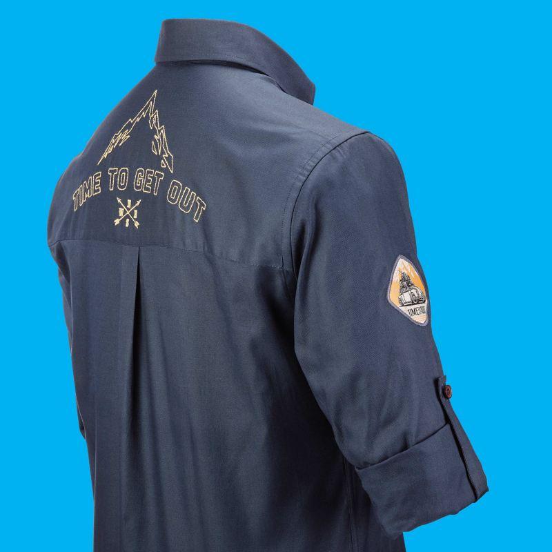Chemise pour homme avec l'emblème de la Coccinelle sur le haut du bras droit et une rose des vents, une silhouette de montagne et un slogan dans le dos