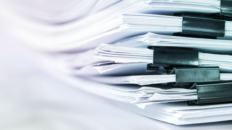 A stack of printed certificates of conformity and lists of ingredients – Volkswagen customer information