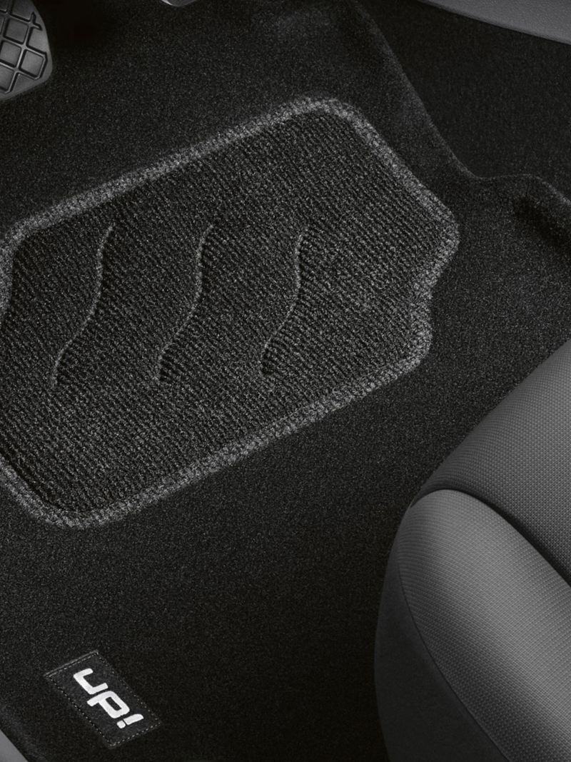 Detailed view of rubber floor mats – Volkswagen Accessories Interior