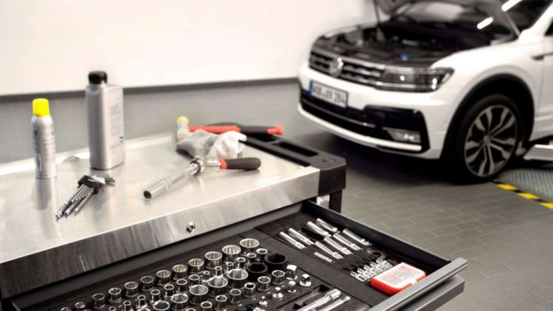 車両に付いている各装置をコントロールし、作動を確認