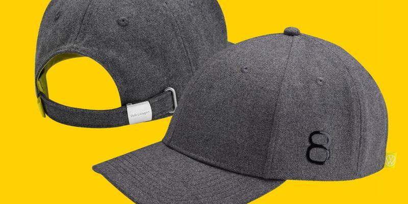 Avant et arrière d'une casquette de base-ball grise de style Golf 8 avec le monogramme Volkswagen sur la fermeture