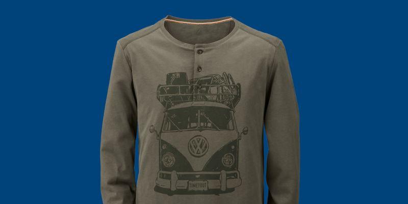 Un t-shirt à longues manches de couleur vert olive avec grand imprimé T1 – VW Lifestyle