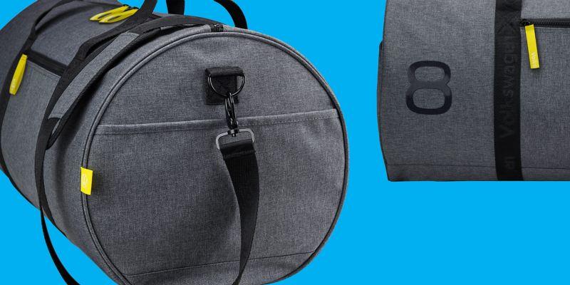 Un sac de sport élégant au design Golf 8 avec monogramme et étiquette VW, et impression en gel du 8 brillant– Accessoires Volkswagen