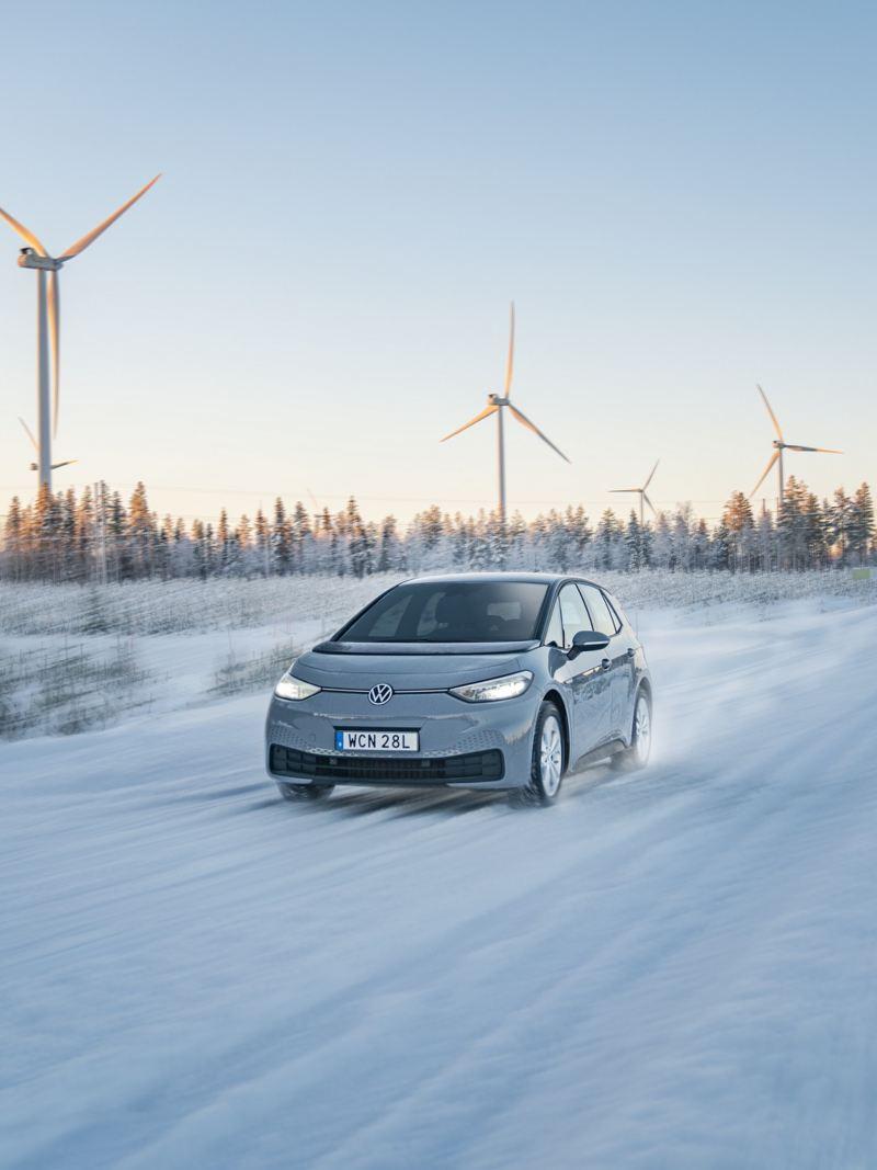 VW ID.3 i vinterlandskap
