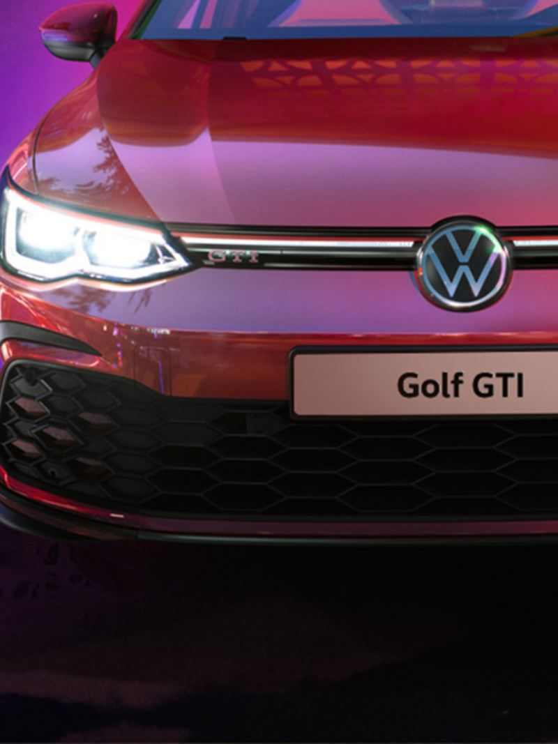 VW Golf GTI in red on the street, IQ.Light