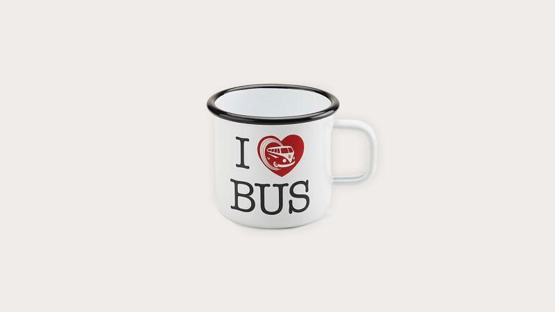 印著I ♥ Bus 圖樣的白色琺瑯杯,杯口有另外烤一層黑色琺瑯