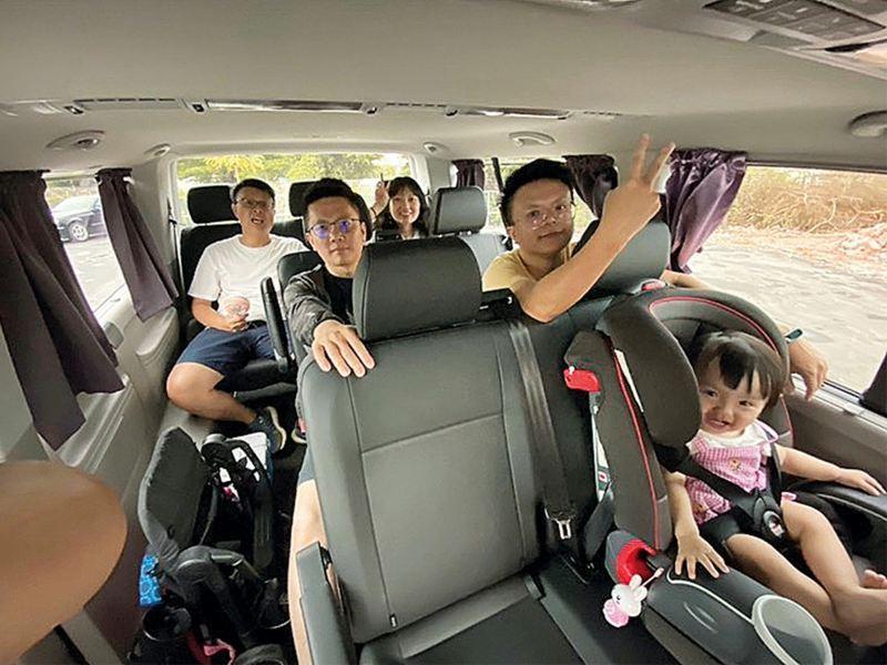 對黃建通而言,福斯商旅 T6 Caravelle 能因應需求拆卸座椅,不僅是部露營車,更可以帶著全家人開心旅遊。
