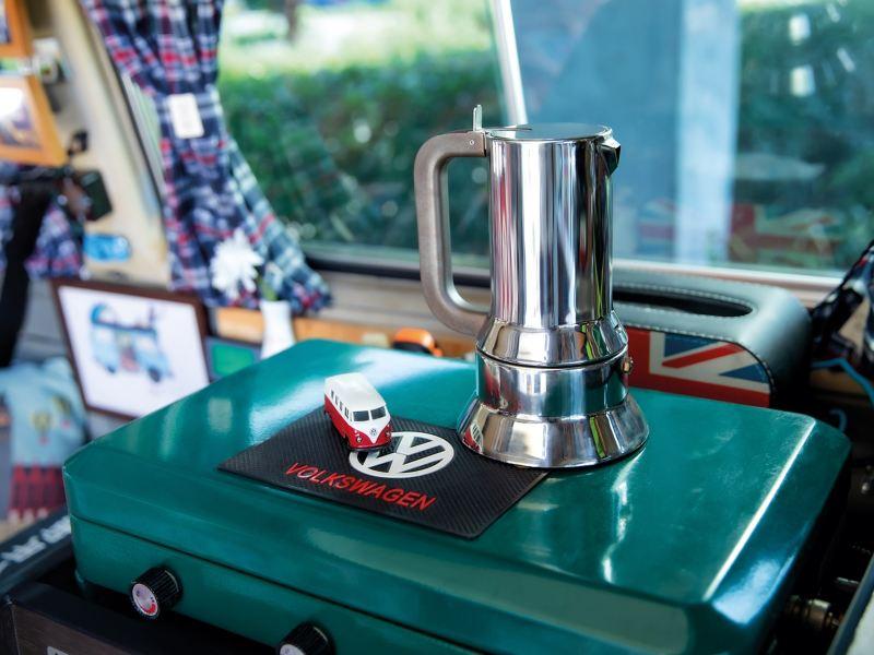五臟俱全的裝備,車內每個角落,都充 滿創意與巧思,實現梁先生所有夢想。