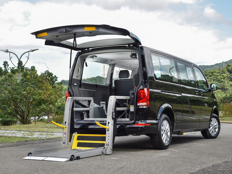 T6.1 caravelle福祉車 可裝置坡道從後車門上車