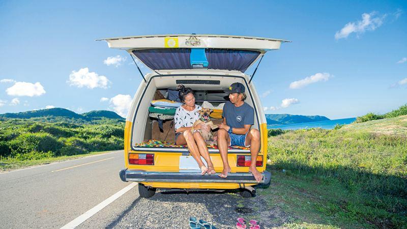 陳東銘與老婆跟狗做在T3後廂