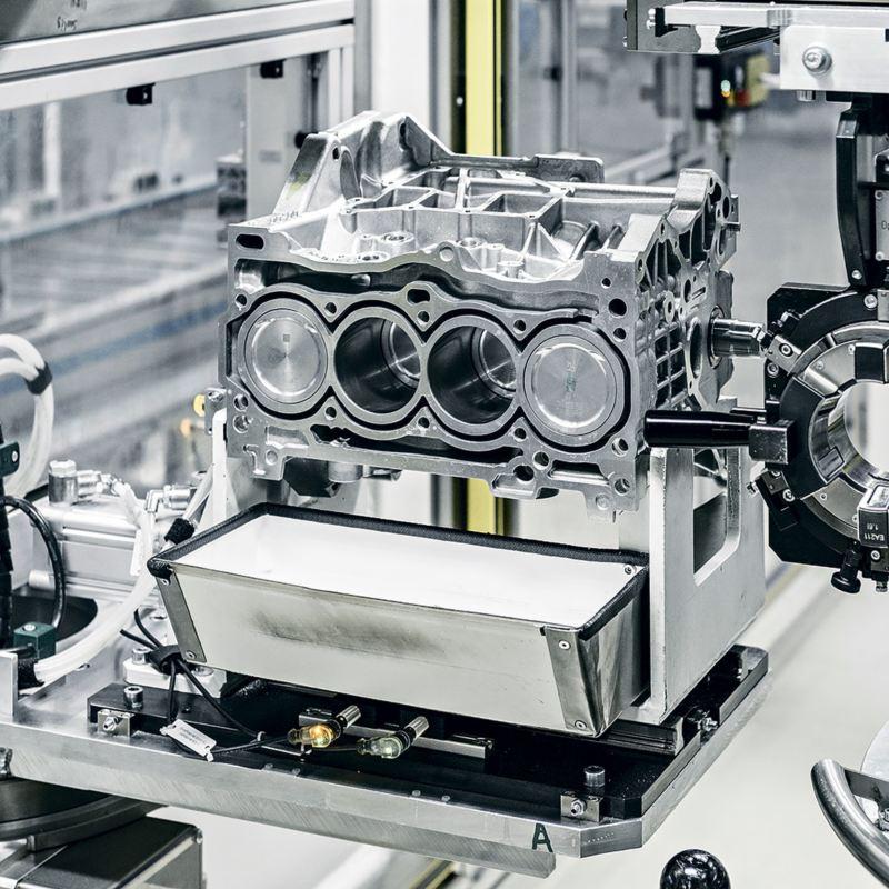 Сборка двигателей на конвейере видео книга по эксплуатации транспортер т5