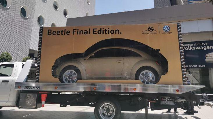 Beetle Final Edition dentro de caja de Amazon en proceso de envío a domicilio.