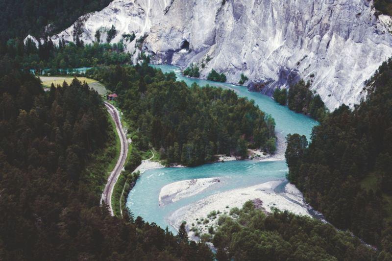 """Ruinaulta – szwajcarski """"Grand Canyon"""" wyrzeźbiony przez Ren."""