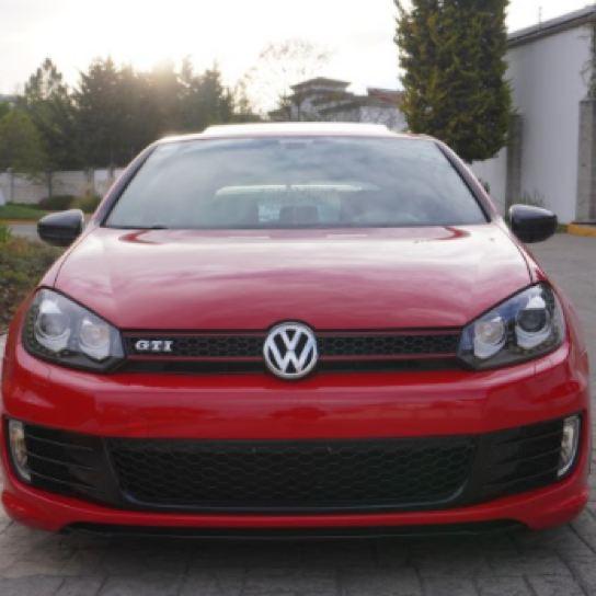Frente de Golf GTI rojo sexta generación