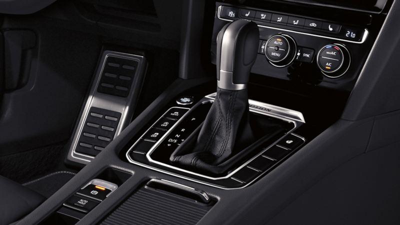 Widok wnętrza VW Arteona, detal: konsola środkowa