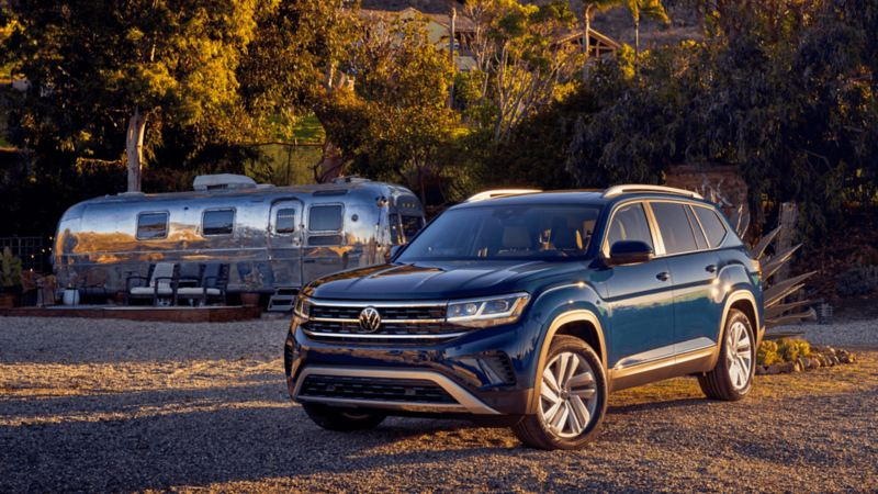 Photo d'un VUS Atlas de Volkswagen en stationnement