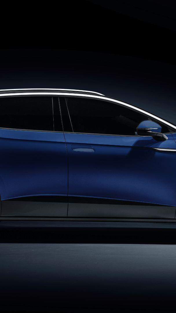 ID.4 Volkswagen bleu crépuscule métallique – Vue de côté