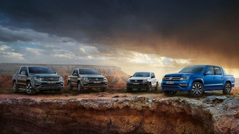 Camionetas pick up de Volkswagen estacionadas sobre terracería