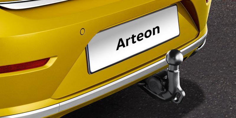 Dettaglio del gancio di traino originale Volkswagen, montato su una Arteon.