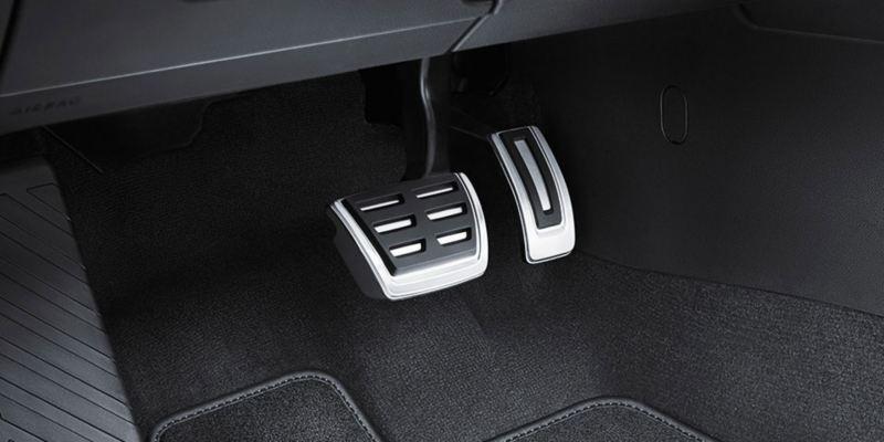 Dettaglio dei copri pedaliera originali Volkswagen, montati su una Arteon. Disponibile per vetture con cambio automatico DSG.