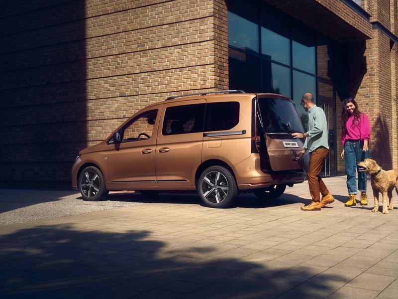 Stylowe boczne wcięcie z tyłu nowego Volkswagena Caddy.