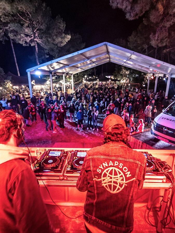 Photo du VW California Festival, avec Synapson