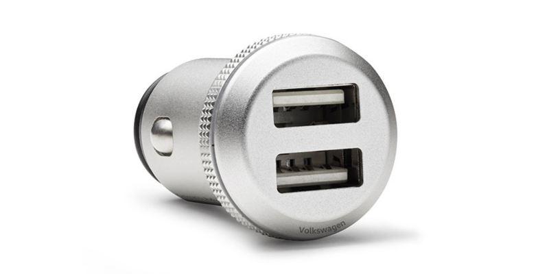Dettaglio del caricabatterie a doppia presa USB DUCI (Double USB Charger Insert) originale Volkswagen.