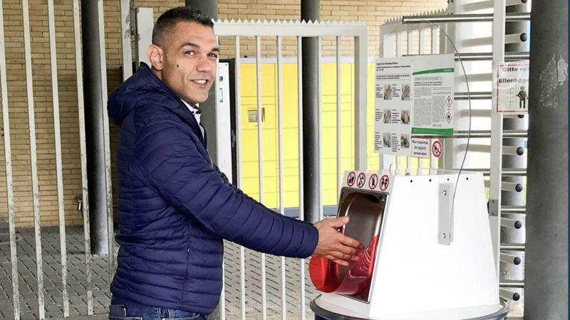Desinfektionsmittelspender gegen Corona im VW Werk Braunschweig
