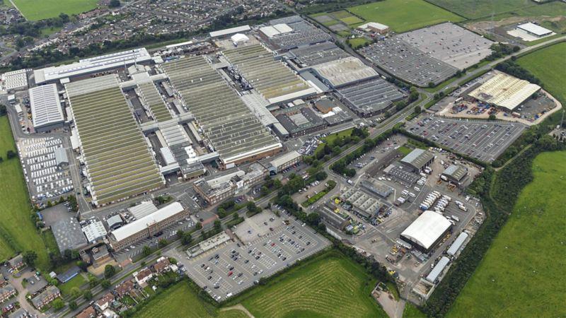 Blick von oben auf den Volkswagen Standort Großbritannien