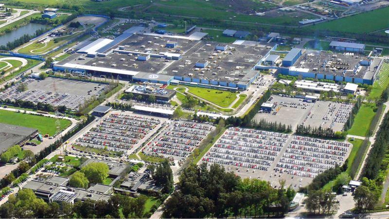 Blick von oben auf das Volkswagen Werk in Argentinien