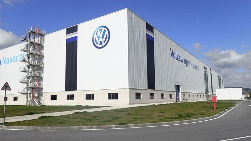 Blick auf das Firmengebäude von Volkswagen in Spanien