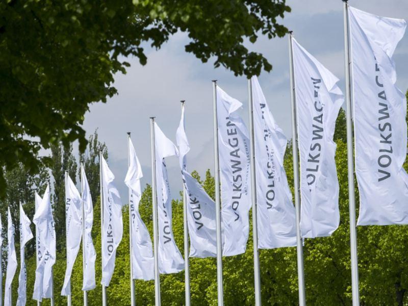 Szybka poprawa sytuacji na rynku nowych samochodów spowodowała braki w dostawach półprzewodników – Grupa Volkswagen musi modyfikować plany produkcyjne