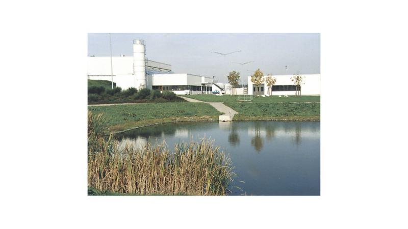 Październik 1995 r.: fabryka wystąpiła o europejski certyfikat ekologiczny zgodny z normą EU. Przyznano go w 1996 roku