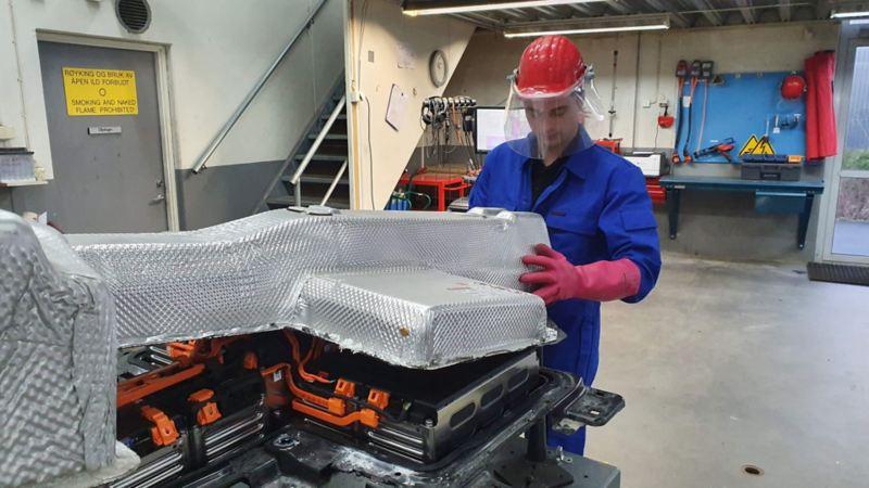 Avansert service av elbil batteri hos Volkswagen VW