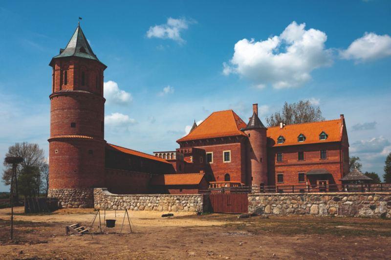 Zamek w Tykocinie położony jest na północnym brzegu Narwi.