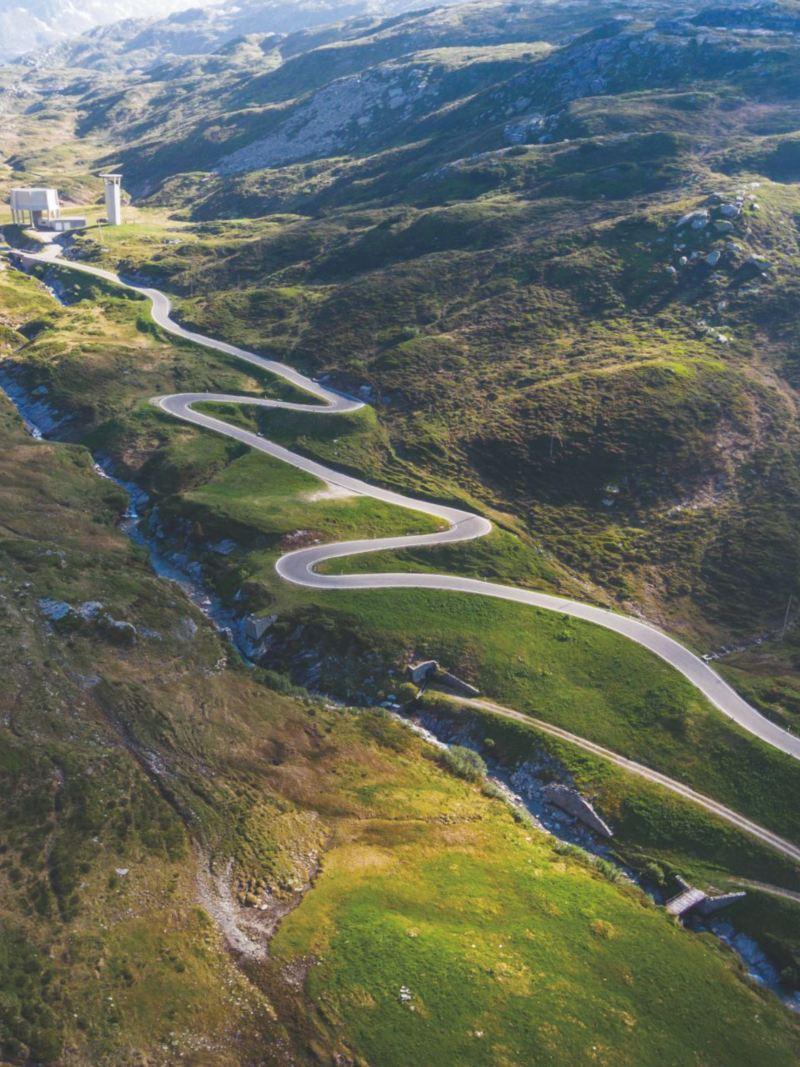 Przełęcz San Bernardino z pełną serpentyn trasą.