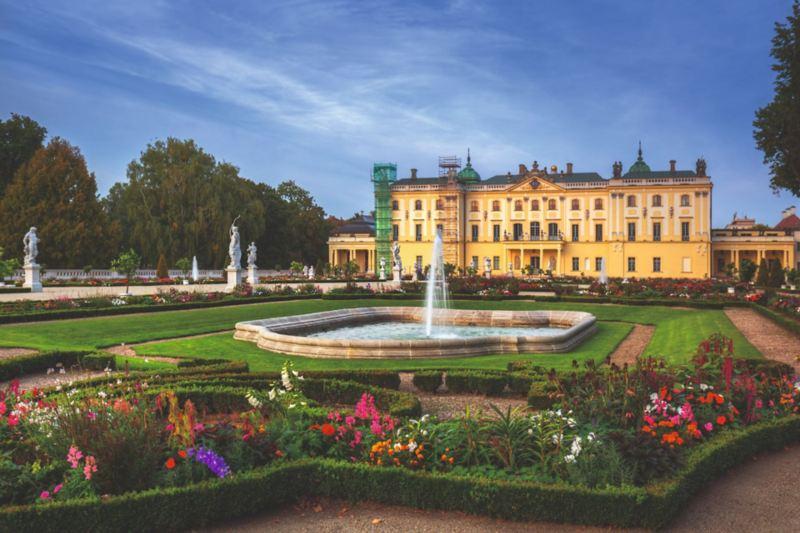 Barokowy Pałac Branickich z pięknym ogrodem.