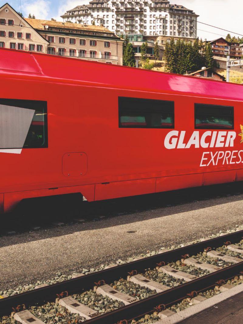 Wiodące przez Gryzonię Koleje Retyckie słyną z dwóch ekspresów: Lodowcowego (Glacier Express) oraz Bernina.