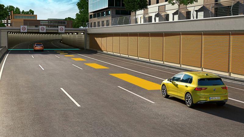 Le régulateur de distance est un système pouvant être installé ultérieurement dans votre GolfVW; il reconnaît les voitures vous devançant et respecte automatiquement l'écart préalablement paramétré.