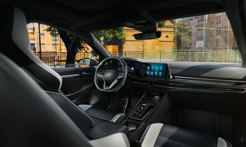 Interni della Golf GTD, vista sul cockpit