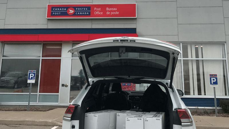 Volkswagen Canada a aidé la distillerie Dillon's à distribuer leurs désinfectants à des associations de services essentiels lors de la pandémie de COVID-19