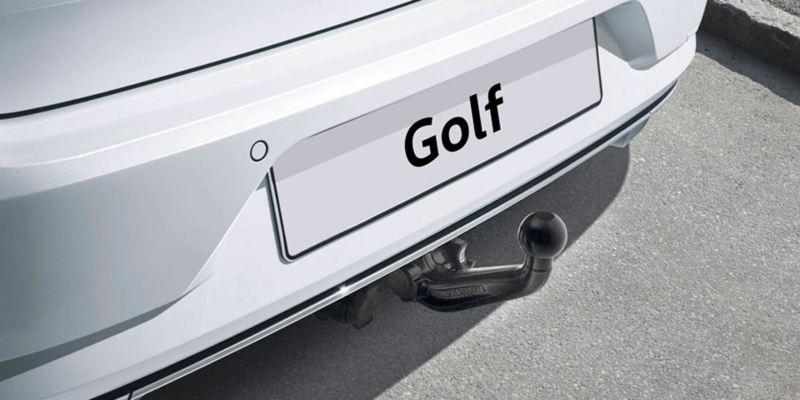 Dettaglio del gancio di traino originale Volkswagen, montato su una Golf 7. Non compatibile con e-Golf.