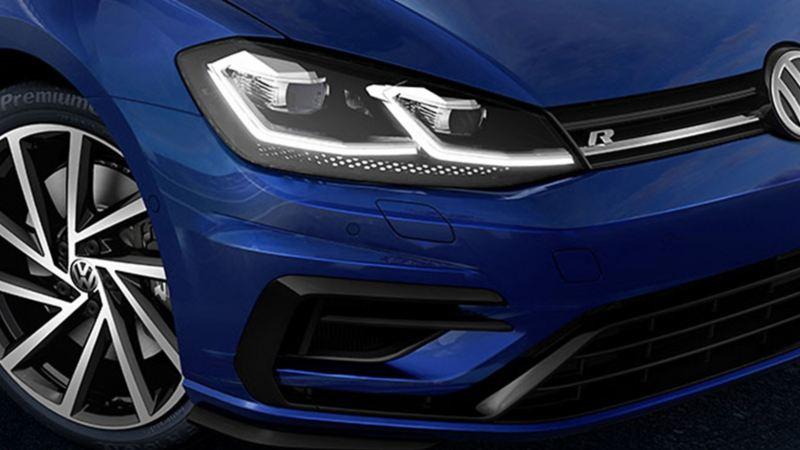 Faros frontales de auto deportivo Golf R de Volkswagen