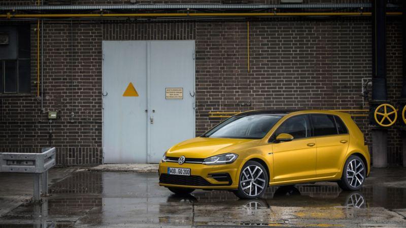 Golf MK7.5 de Volkswagen en color amarillo