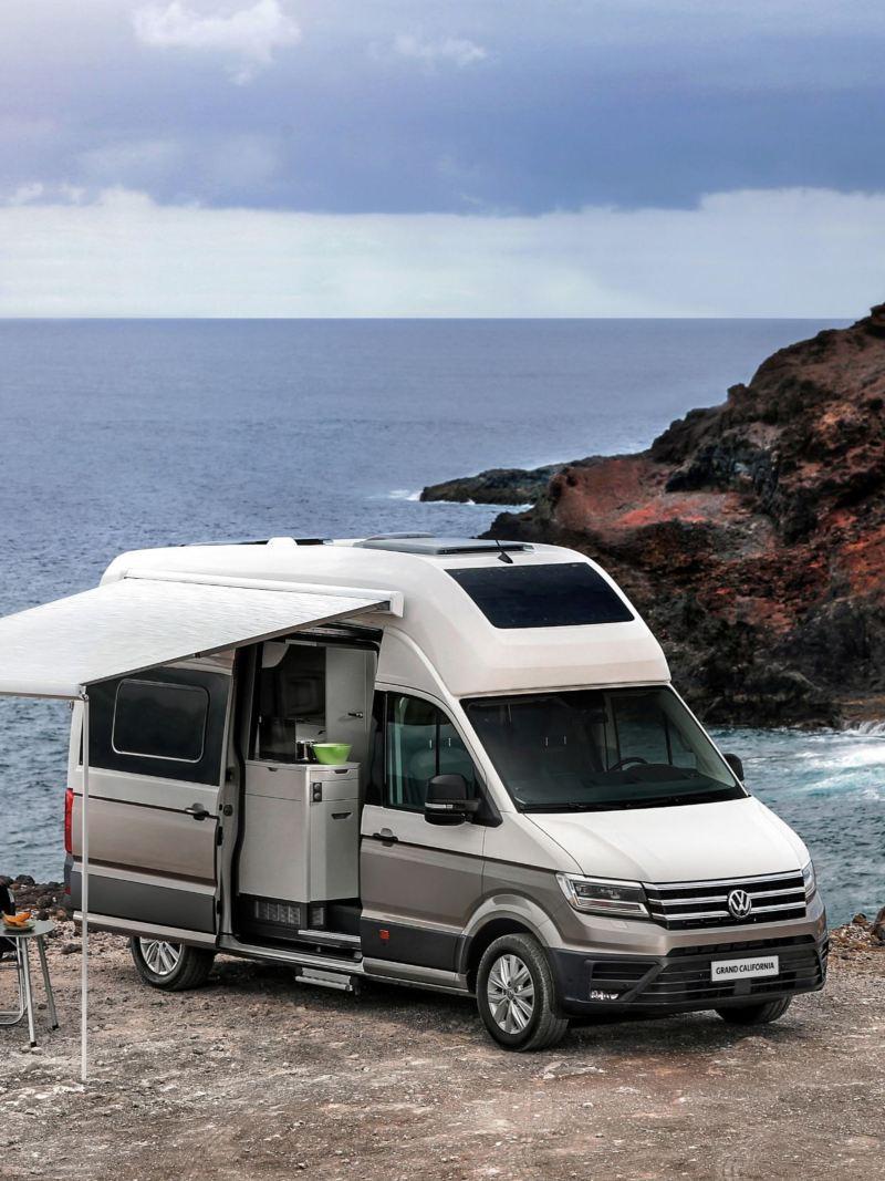Volkswagen Grand California na klifie