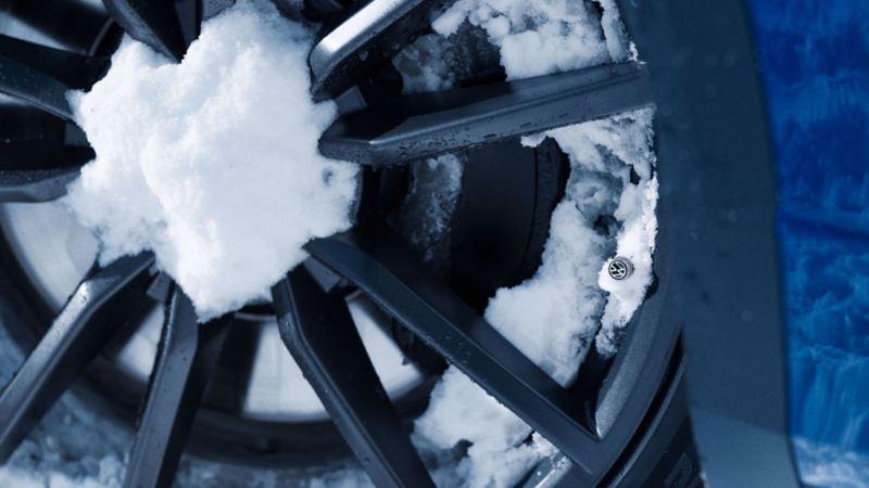 Des pneus couvert de neige