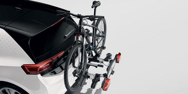 """Dettaglio del porta biciclette pieghevole """"Compact"""" montato su ID.3. Può trasportare fino a due biciclette."""