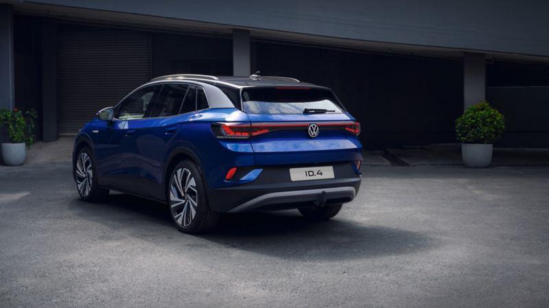 Vista posteriore di Volkswagen ID.4 SUV 100% elettrico
